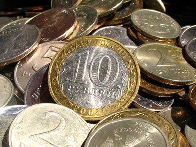 Перевозчик расплатился с приставами по долгам 300 кг монет