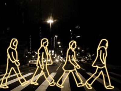 Правительство обязало пешеходов светиться в темноте