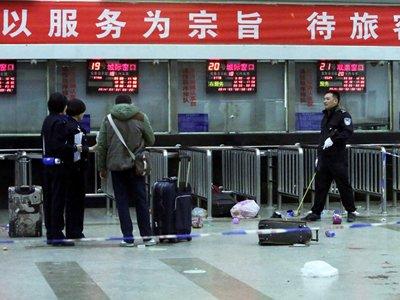 Китайская полиция арестовала троих подозреваемых в резне на вокзале