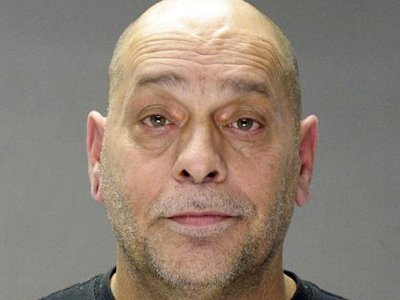 В США предъявлены обвинения дальнобойщику, возившему с собой в фургоне секс-рабынь