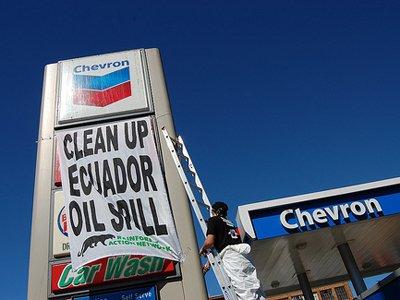 """Chevron требует $32,3 млн c адвоката оппонентов, уличенного в """"заносе"""" судье"""