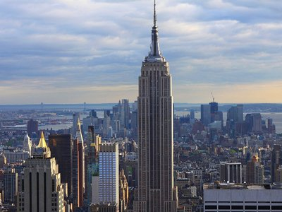 Крупнейшие юрфирмы США ведут сделку по продаже доли в Empire State Building