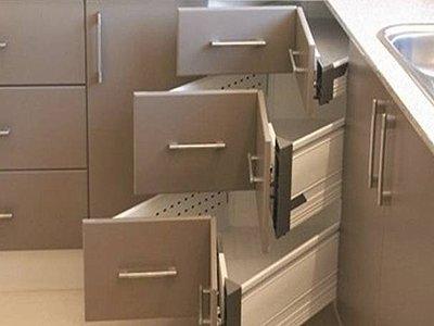 За срыв сроков поставки кухонного гарнитура суд взыскал в пользу заказчицы четверть его цены
