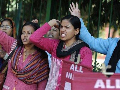 В Индии троих мужчин приговорили к казни за два групповых изнасилования