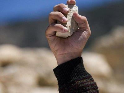 В Нигерии пожилого педофила приговорили к побиванию камнями