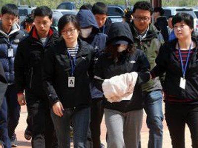 """В Южной Корее арестовали всех членов экипажа затонувшего парома """"Севол"""""""