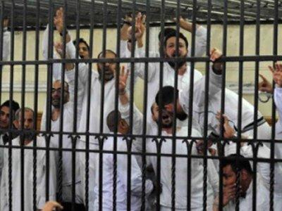 Суд Египта приговорил более 100 сторонников свергнутого президента к 10 годам тюрьмы
