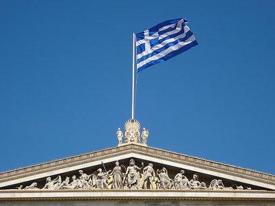 Греческие уборщицы через суд добились восстановления на работе