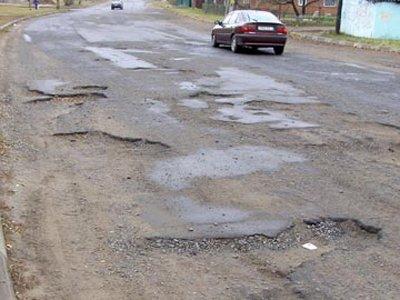 Автовладелица отсудила 17400 руб. за поврежденные в дорожной яме колеса Volkswagen Polo