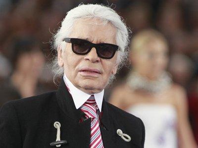 На немецкого модельера Лагерфельда подали в суд из-за кроссовок