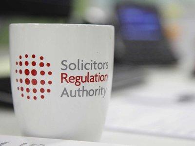 Притворявшемуся солиситором британцу запретили работать в юрфирме
