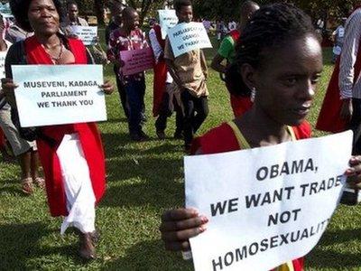 """США вводят санкции против Уганды из-за """"антигейского"""" закона"""