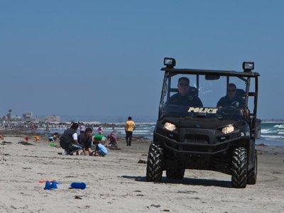 В США арестован пенсионер, ударивший женщину ножом за курение на пляже