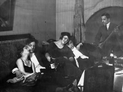 85 лет назад в РСФСР считали, что проституцию можно победить за счет преодоления женской безработицы