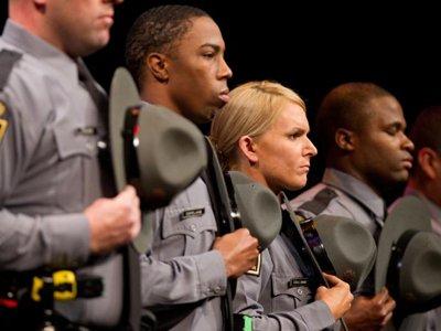 Минюст США судится с полицией Пенсильвании из-за жестких экзаменов для женщин