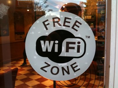 Минкомсвязи предложило штрафовать владельцев кафе за анонимный Wi-Fi