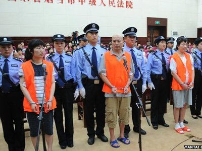 В Китае начался суд над сектантами за убийство в McDonald's