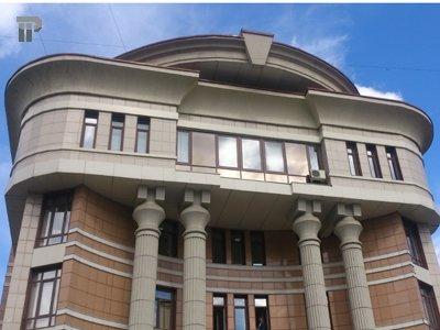Судят молодого человека, из-за которого судебный секретарь совершила преступление в здании суда