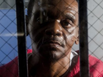 В США двух братьев признали невиновными в убийстве после 30 лет заключения