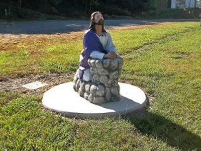 В США подросток пойдет под суд за неприличные фотографии со скульптурой Христа