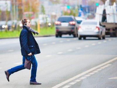 Родные пешехода, перебегавшего дорогу в неположенном месте, отсудили за его гибель 300000 руб.