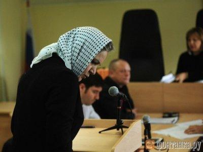 На первое заседание экс-судья Ирина Серова пришла в платке и одетая в черное