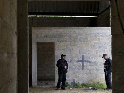 """Мексиканским военным предъявлены обвинения в """"хладнокровном расстреле"""" 22 наркоторговцев"""