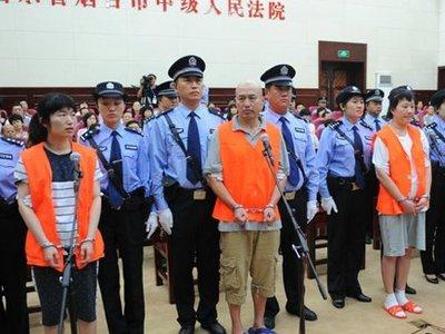 В Китае двух сектантов приговорили к смерти за убийство в McDonald's