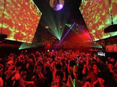 Власти Японии разрешили танцевать в клубах всю ночь