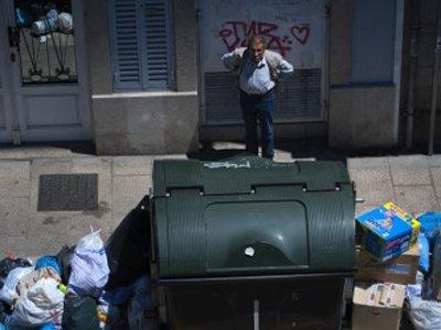 В Севилье вводят штрафы за поиски еды в мусорках