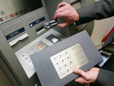 Судят шестерых скиммеров, обчистивших 82 счета с помощью клонов банковских карт