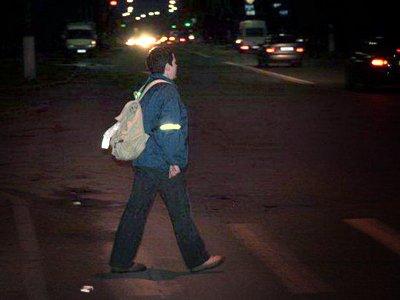 Пешеходов заставят выглядеть ночью ярко под угрозой штрафа