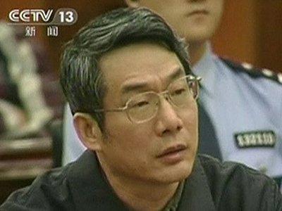В Китае экс-замглавы Национальной комиссии приговорили к пожизненному заключению за взятки
