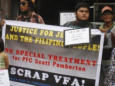 На Филиппинах американскому морпеху предъявили обвинения в убийстве трансгендера