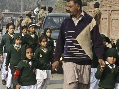 В Пакистане после нападения талибов на школу отменили мораторий на смертную казнь