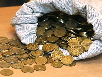 Прокуратура проверяет ограничения продажи жетонов на метро петербуржцам, не вернувшим 39,6 млн штук
