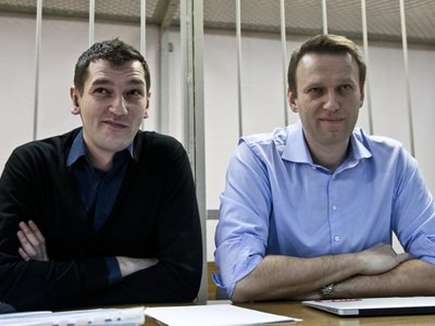 Алексей Навальный получил условный срок, а его брат Олег – 3,5 года колонии