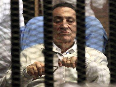 Суд в Египте отменил приговор Хосни Мубараку по делу о хищении госсредств