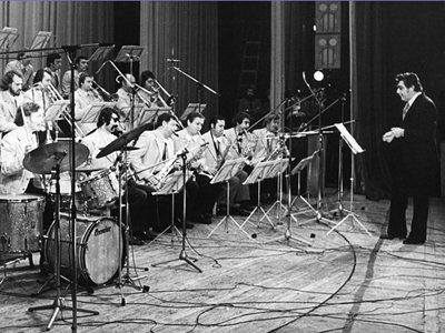 Ким Назаретов (справа) и оркестр