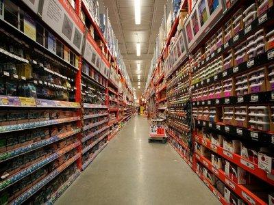 Магазин выплатит компенсацию посетительнице, на которую с полки упал товар