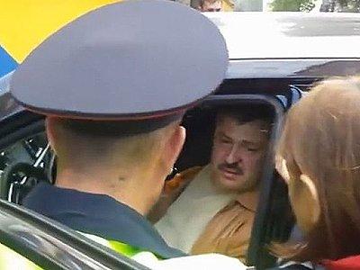 Судья вышел из машины, шатаясь. Поведение было неадекватным