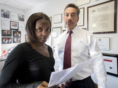 Подруга афроамериканца, застреленного полицейским, потребует от властей $50 млн