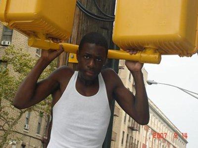 Власти Нью-Йорка выплатят $3,9 млн родственникам застреленного полицейским подростка