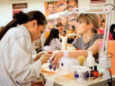 Сеанс в салоне красоты из-за детей обошелся их родителям в 100000 руб.