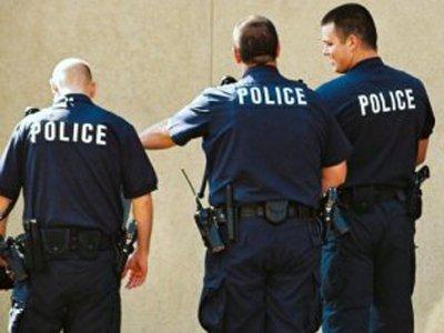 В США полицейского обвинили в нападении на индуса, который впоследствии оказался парализован