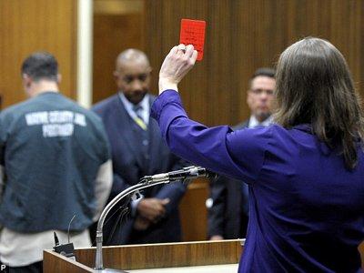 Футболист, убивший судью из-за красной карточки, приговорен к 15 годам тюрьмы