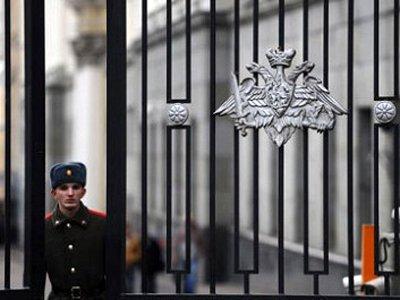 Госдума разрешит коррупционерам продолжать карьеру в армии, а разведчикам – снять форму
