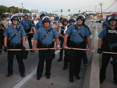 Президент США намерен инициировать реформу полиции после стрельбы в Далласе