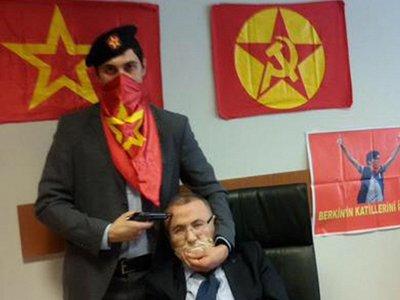 Радикалы захватили в заложники прокурора в здании стамбульского суда