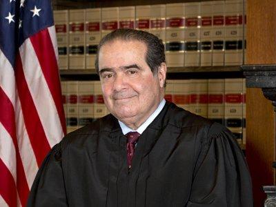 В США скончался старейший судья Верховного суда Антонин Скалиа